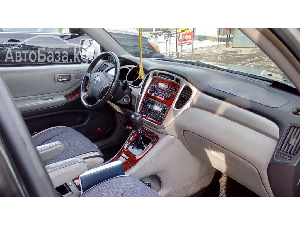 Toyota Highlander 2005 года за ~822 000 сом